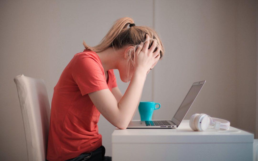 """È nata la """"Zoom Fatigue"""": l' eccessivo stress cognitivo e affaticamento mentale da piattaforma digitale"""